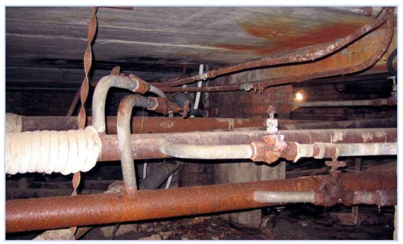 Старые трубы в подвале
