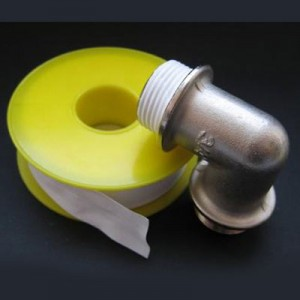 герметизация труб при помощи ФУМ ленты