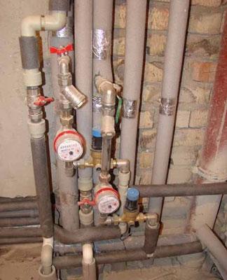 Пример теплоизоляции труб на этапе строительства