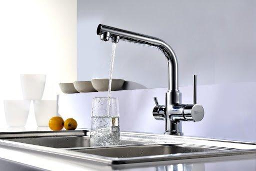 Почему шумит кран при включении воды и как исправить проблему